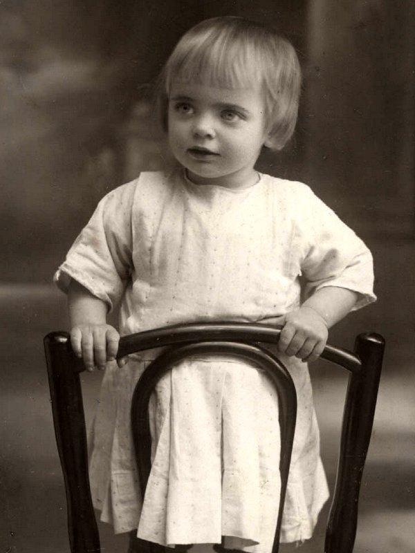 Ариадна Эфрон в детстве