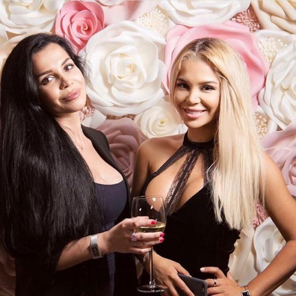 На фото: Юлия и Катя Колесниченко