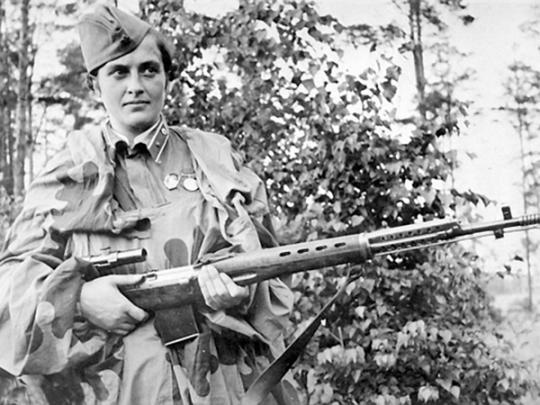 Людмила Павличенко и её именная винтовка СВТ-40