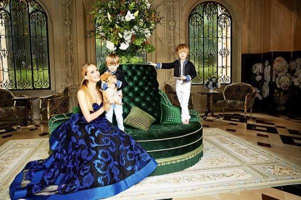 На фото: Наталья Давыдова с детьми