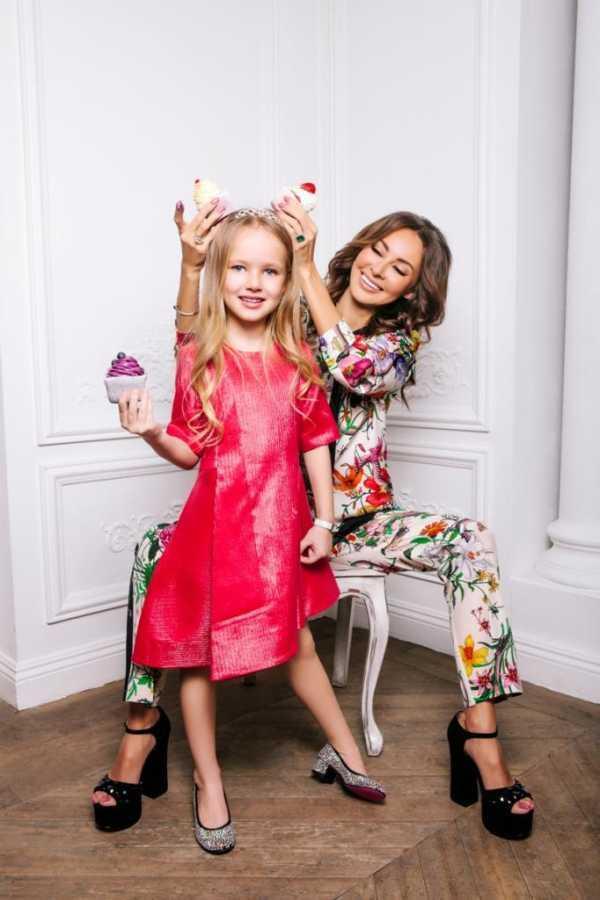 На фото: Вероника Орхид с дочерью Софией