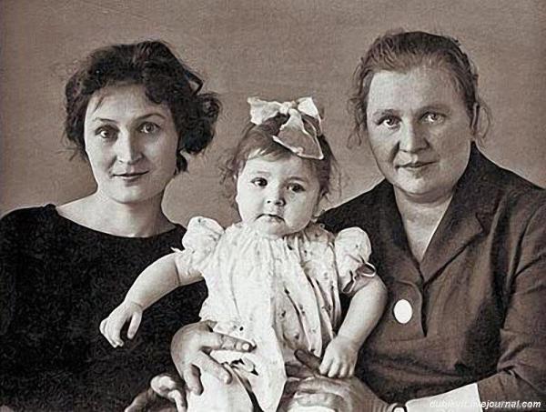 Жанна Агузарова в с мамой и бабушкой